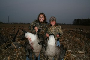 Girls_with_geese